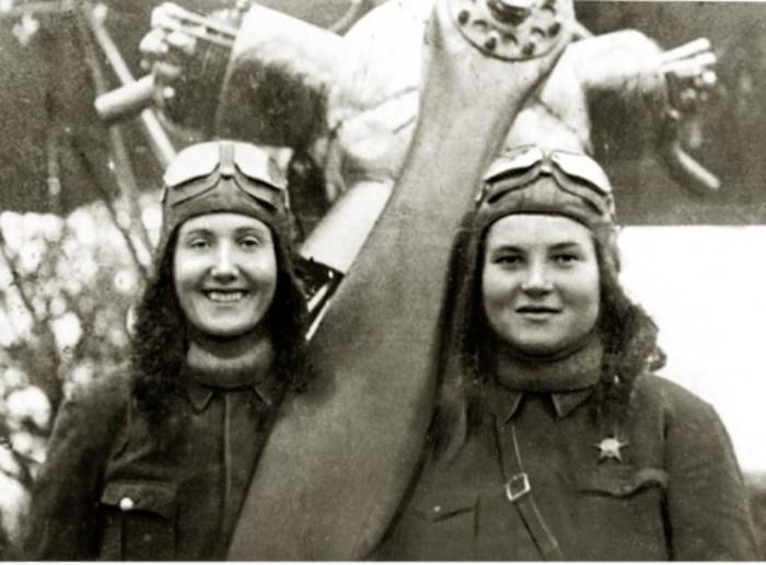 Экипаж Тани Макаровой и Веры Белик. Погибли в 1944 году в Польше.