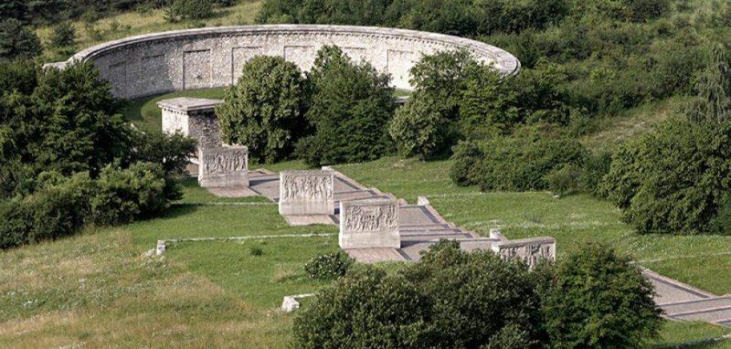 Одна из трех кольцевых могил.