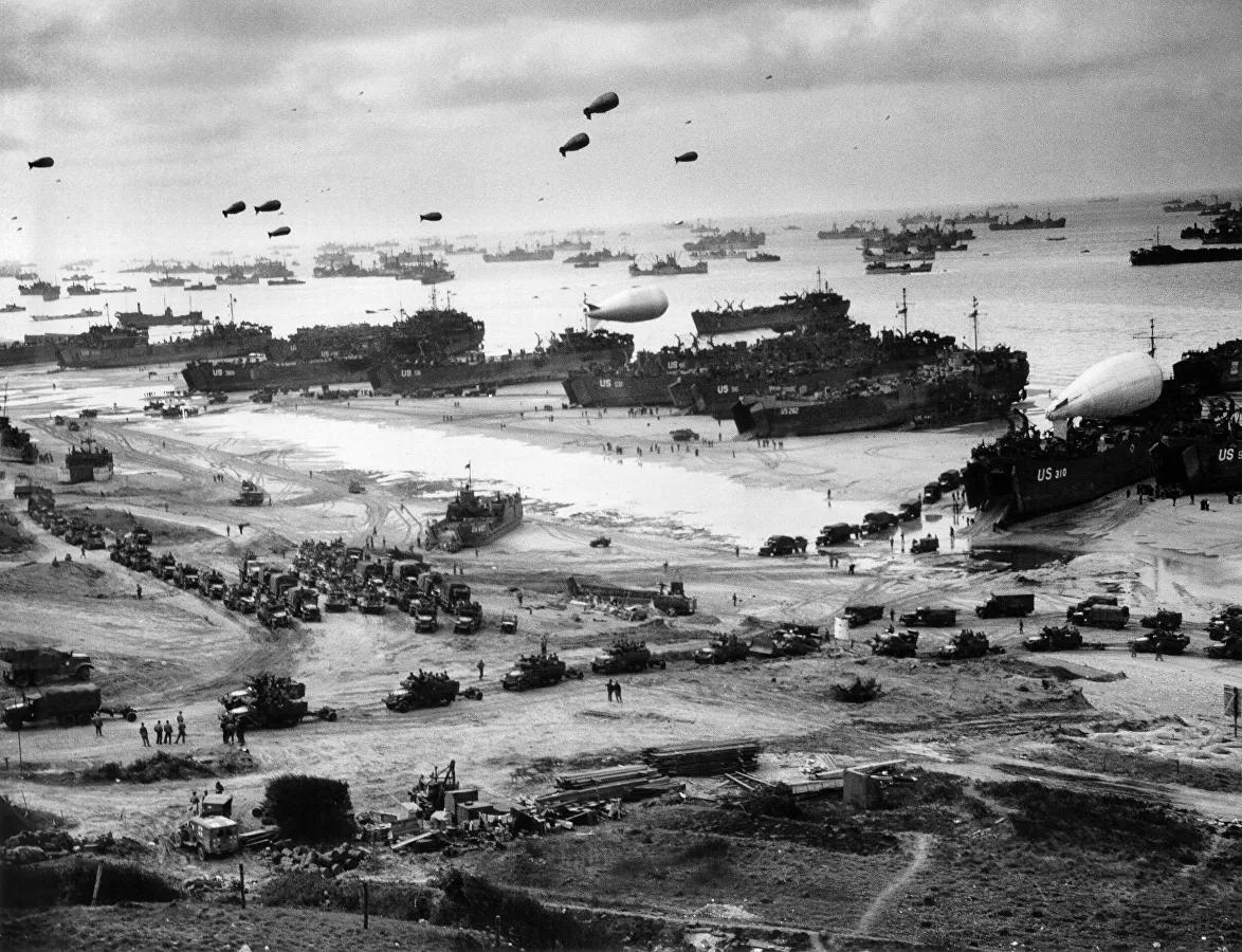 В 6 часов 30 минут 6 июня вслед за массированными ударами авиации и огневой подготовкой корабельной артиллерии началась высадка союзных войск на нормандское побережье © Public domain