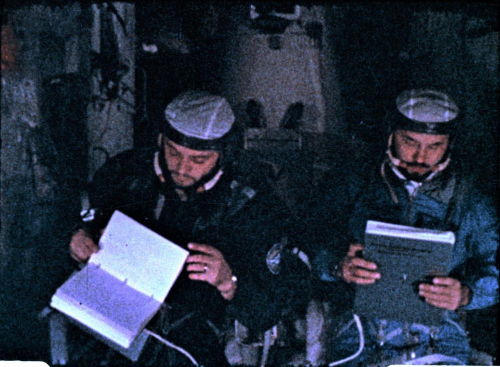 Георгий Тимофеевич Добровольский и Владислав Николаевич Волков на орбитальной станции «Салют-1»