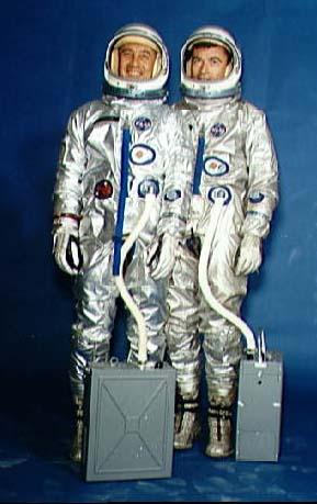 "Вирджил Гриссом  командир корабля ""Gemini-3"" с пилотом корабля Джоном Янгом"