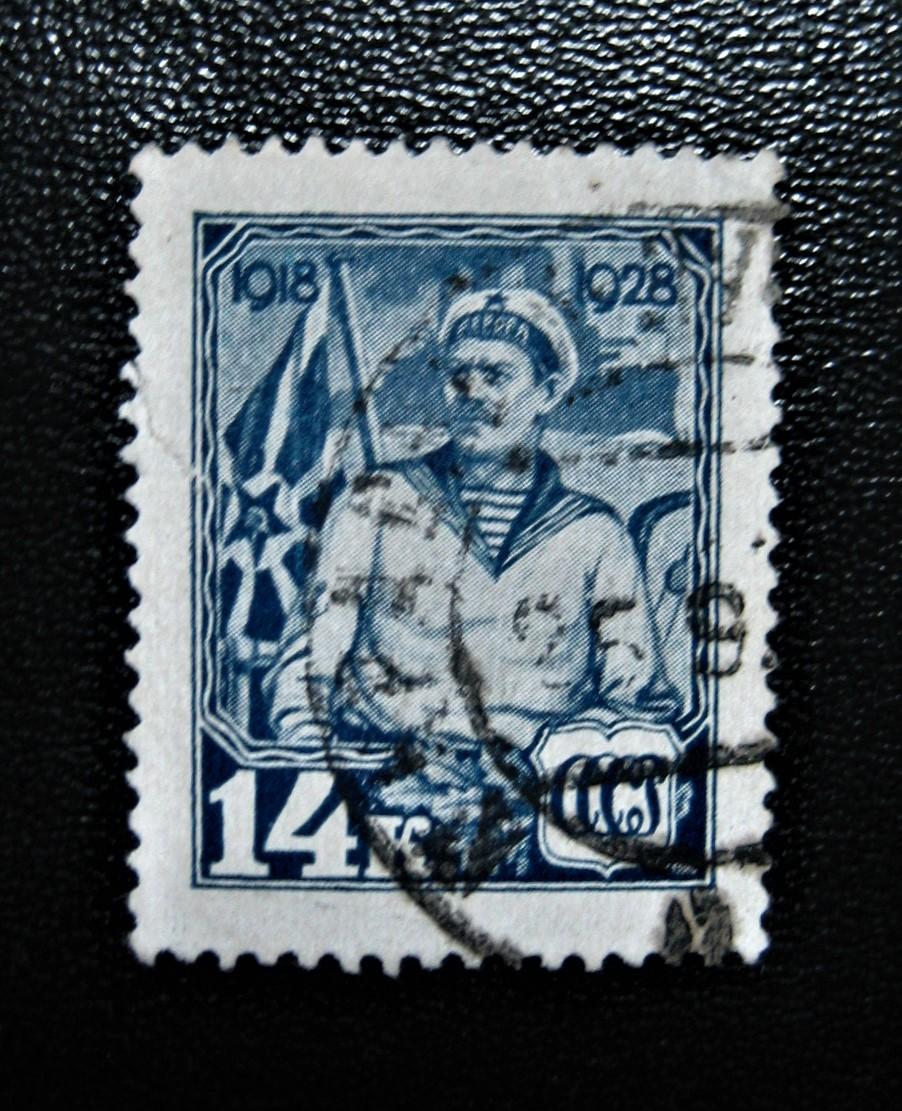 Марка СССР, выпущенная 1928, февраля к 10-летию Красной Армии и Военно-Морского Флота СССР, Моряк, темно-синяя, номер каталога 304, номинал — 14 коп.