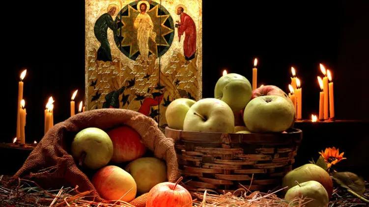 На иконах, фресках, миниатюрах рукописей Спаситель, стоящий на горе, изображается в центре композиции, по сторонам от Него – пророки, у подножия горы – павшие ниц апостолы.