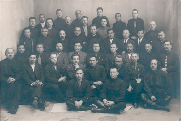 Группа профессоров и преподавателей Казахского педагогического высшего учебного заведения (КирПедВуз)  Ташкент, 1925 г.
