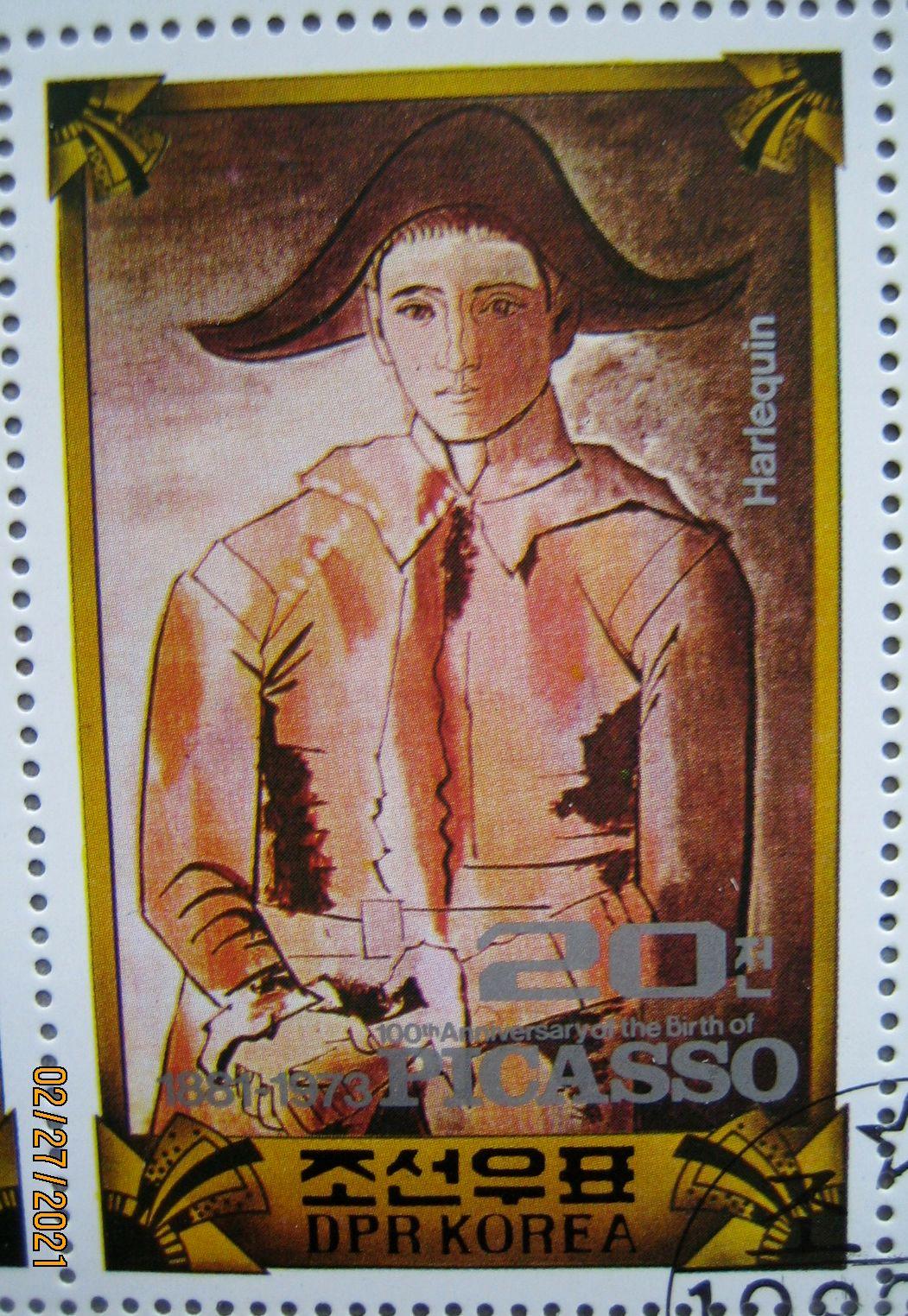 Марка из блока КНДР, 1982.  посвященного «100 летию со дня рождения Пабло Пикассо»  с картиной «Арлекин со скрещенными руками (Хасинто Сальвадо)» номер по каталогу № Скотт 2145-51 (А1068)