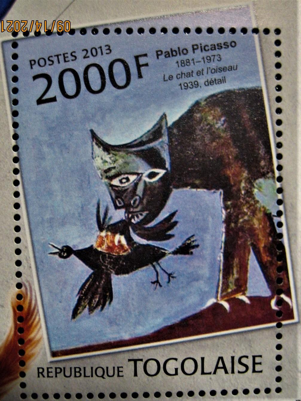 Марка из блока Того 2013-01-01, на тему Изобразительное искусство с названием « Картины с кошками».  №Mi:TG BL763 с картиной Пабло Пикассо — «Кот хватает птицу»»  номиналом — 2 000 CFA