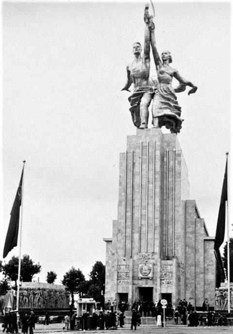 Статуя «Рабочий и колхозница» Мухиной на Всемирной выставке в Париже 1937 г.