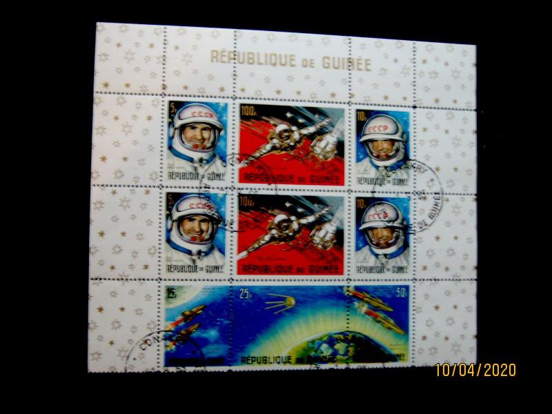 Гвинея 1965г. Центральная марка показывает первый спутник над Землей.