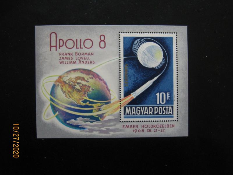 Полёту корабля «Аполлон–8» посвящен блок Венгрии 1969 года, Michel № BL68A, номиналом — 10 форинтов, «Полет Аполлона-8 вокруг Луны»