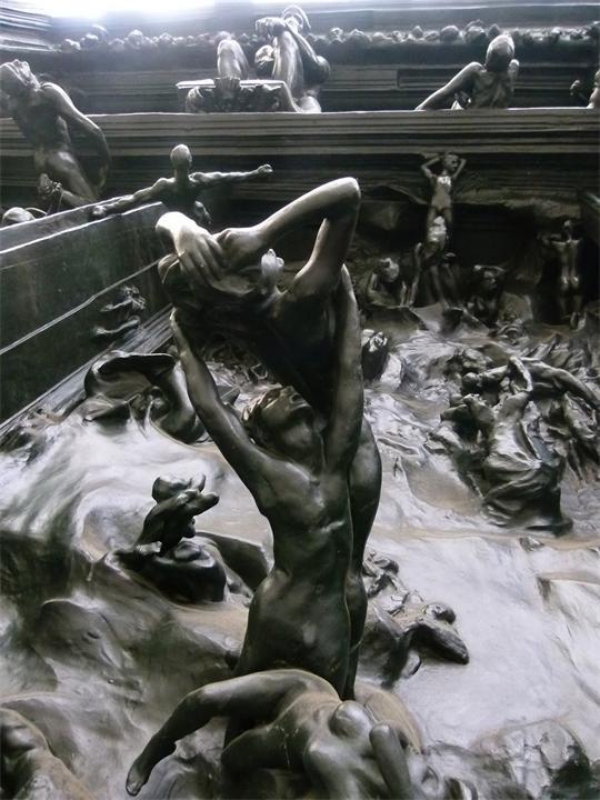 Скульптурные экспозиции из скульптуры «Врата ада» французского художника Огюста Родена