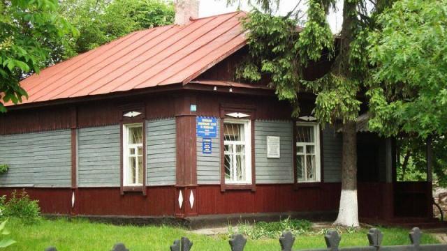 Мемориальный музей русского революционера-народовольца и изобретателя Николая Ивановича Кибальчича (1853-1881) находится в поселке Короп Коропского Района Черниговской области.