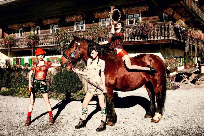 На коне, из серии «Родина». Автор Эллен фон Унверт