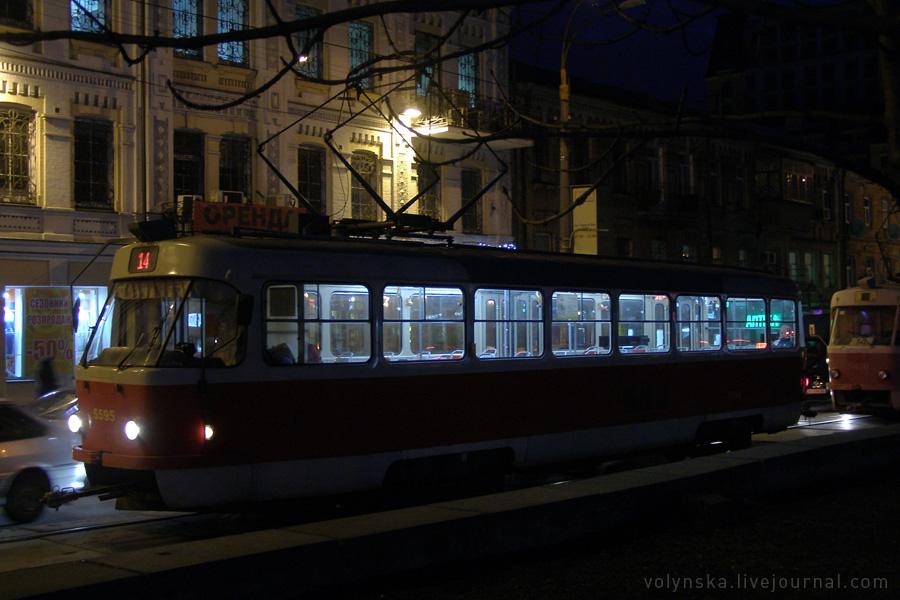 Трамвай на Подоле. Февраль 2016.