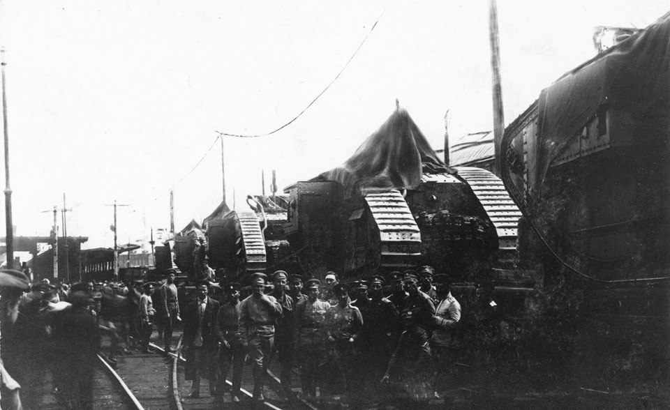 танки на железной дороге