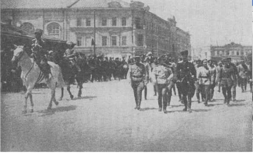 Деникин и Врангель на параде в Царицыне