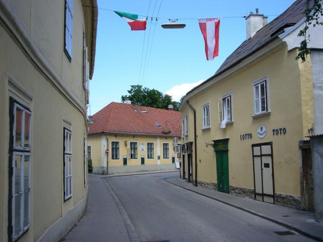 http://pics.livejournal.com/von_koroviev/pic/000a9c6c/s640x480.jpg