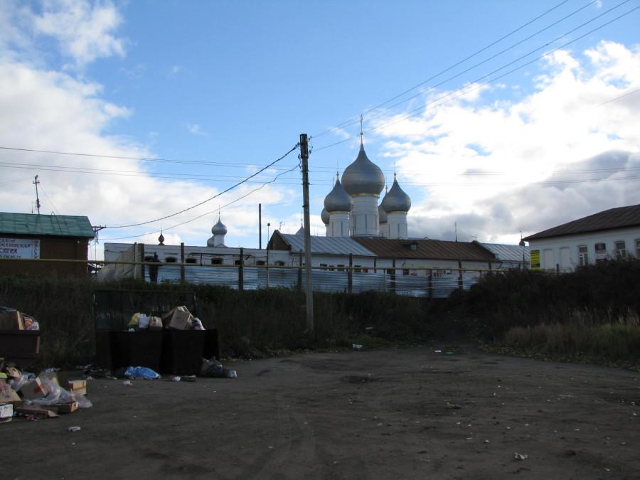 Забор по гребню вала, вид с внешней стороны крепости