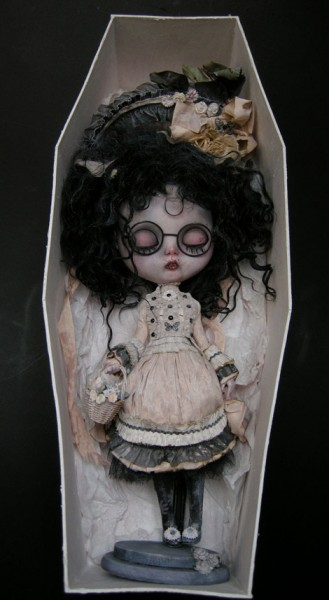 julien-martinez-veruka-doll-coffin