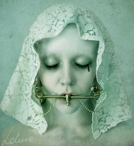 024-creepy-portraits-lakune