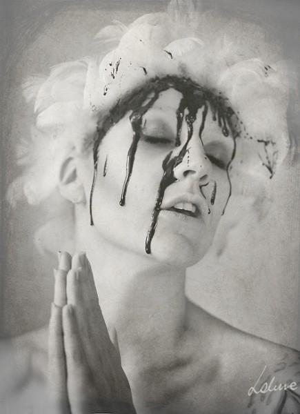 046-creepy-portraits-lakune