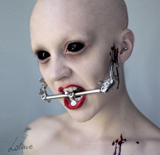 048-creepy-portraits-lakune