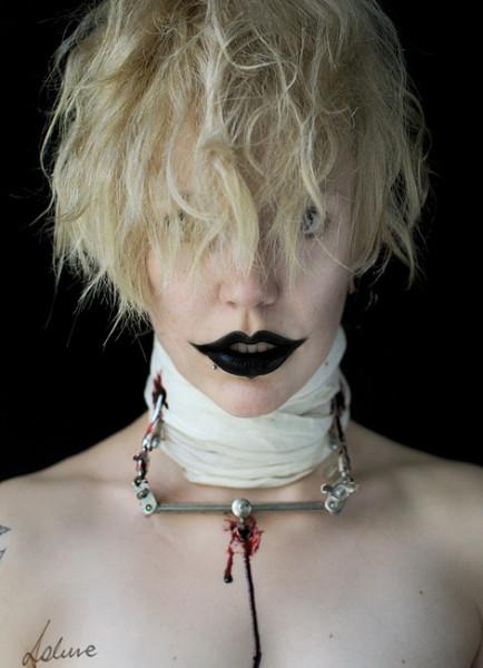052-creepy-portraits-lakune