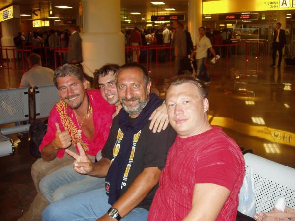 Venskom_aeroportu_s_russkimi_posle_raspitiya_meksikanskoy_figni