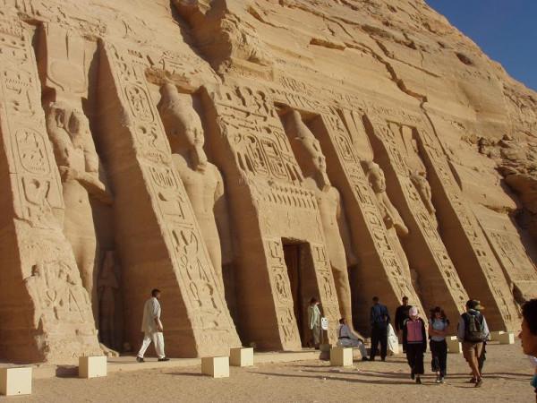 Dvorec Nefertari(jeni Ramzesa 3-go) v gorode Abu Simbel k yugu ot Aswana