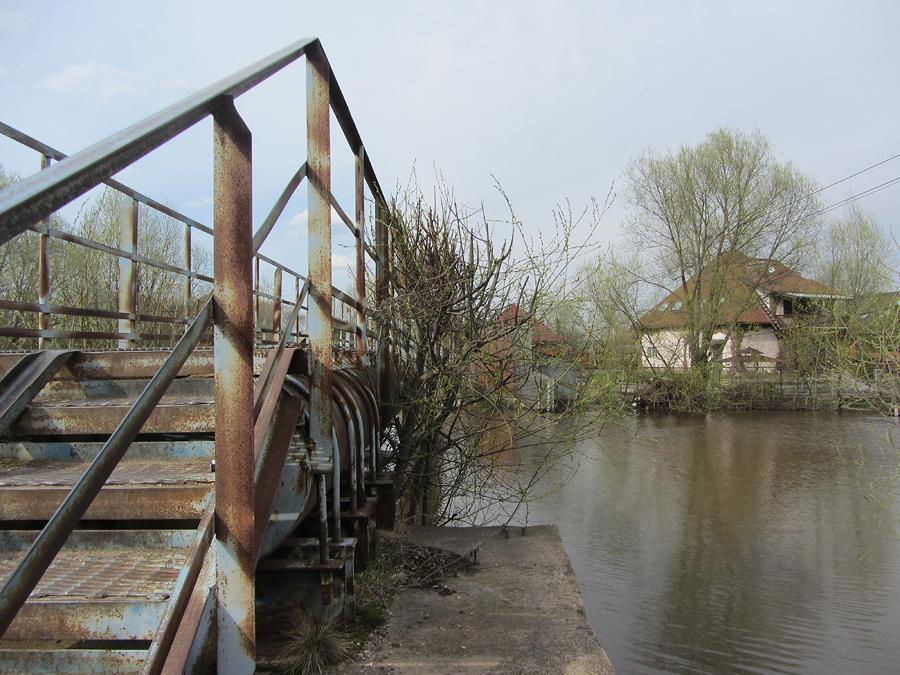 Р. Трубеж, 1-й пешеходный мост