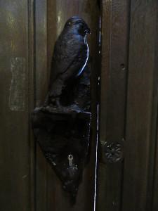 Церковь св. Якоба. Птица внутри.jpg