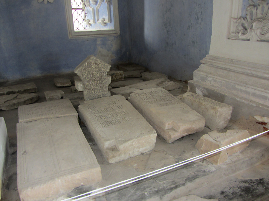 Успенский собор. Надгробия