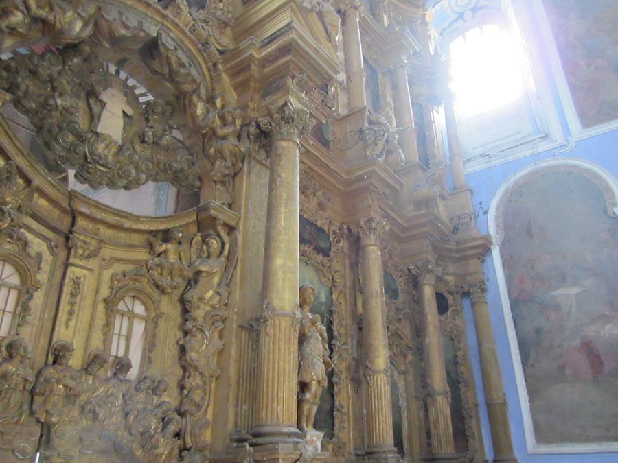 Успенский собор. Иконостас и окно