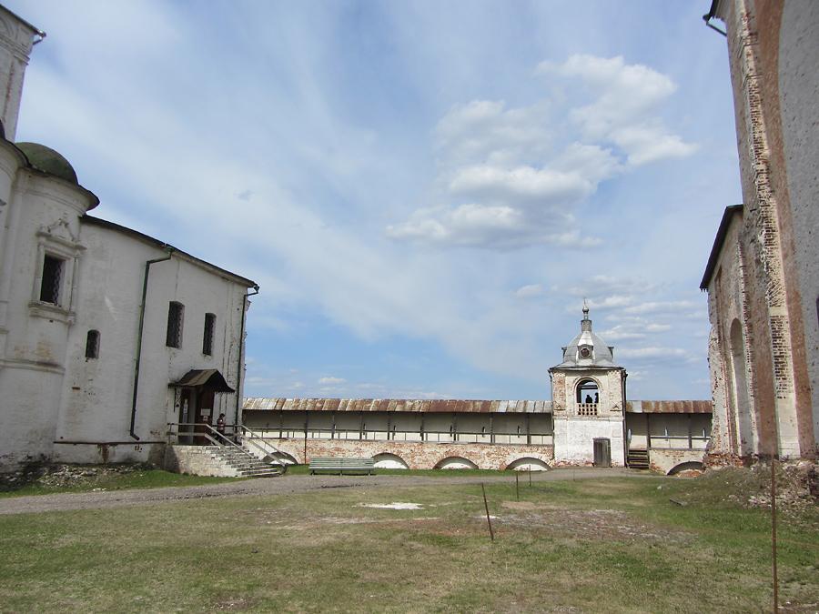Музей-заповедник. Звонница и крепостная стена