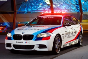 BMW-M550d-Touring-F11-MotoGP-2013-Medical-Car