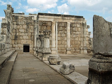 440px-Capernaum_synagogue_by_David_Shankbone