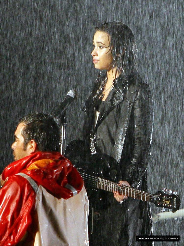 http://pics.livejournal.com/vougestar/pic/0004apa2