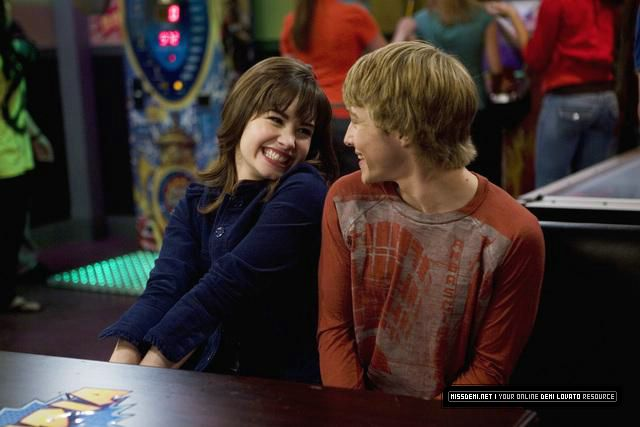 Sonny with a chance of dating hd