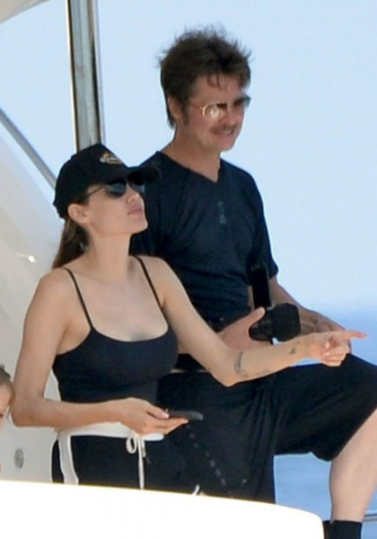 jolie-pitt-malta-honeymoon08