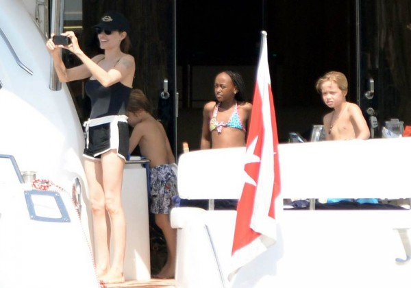 jolie-pitt-malta-honeymoon14