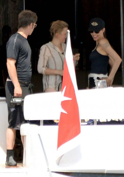 jolie-pitt-malta-honeymoon37