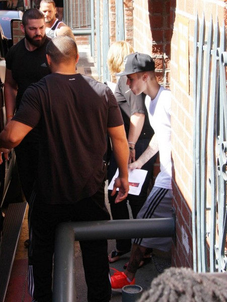 Justin-bieber-stops-at-chick-fil-a-sept-1703