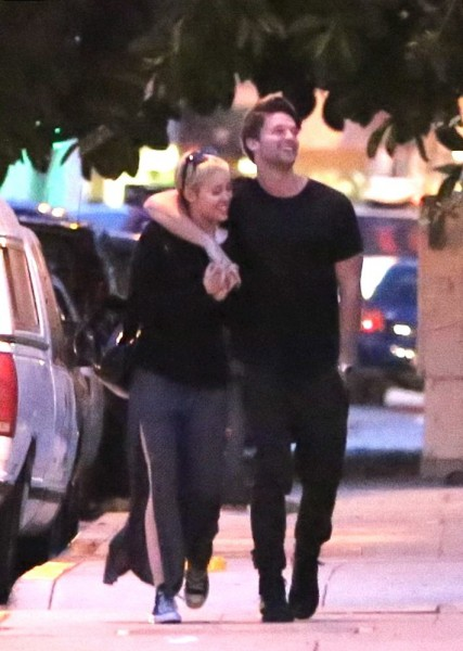 jen and patrick dating miley