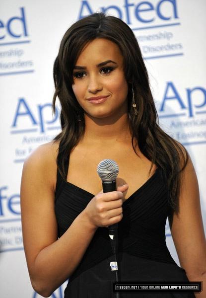 Demi Lovato Recieves 2010 Honorary Ambassador Of Education