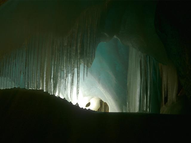 Самая большая ледяная пещера