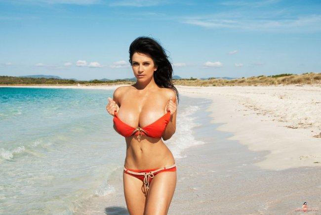 девушки с большой грудью в бикини фото