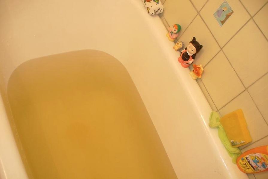 Желтая вода