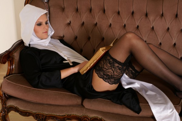 Монахиня1