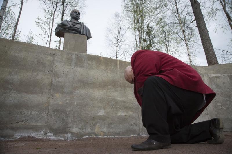 Путин Памятник