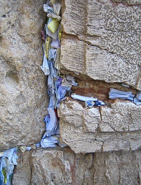 457px-Prayer_Papers_in_the_Western_Wall