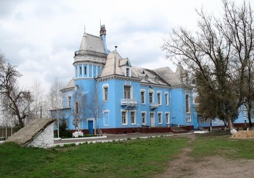 Село Исаево. Дворец Курисов